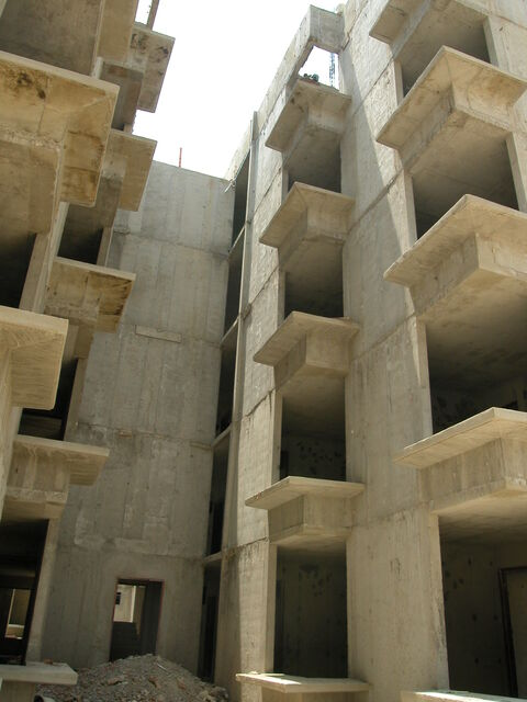 A mid-rise building with floor plates and structural columns made out of concrete.